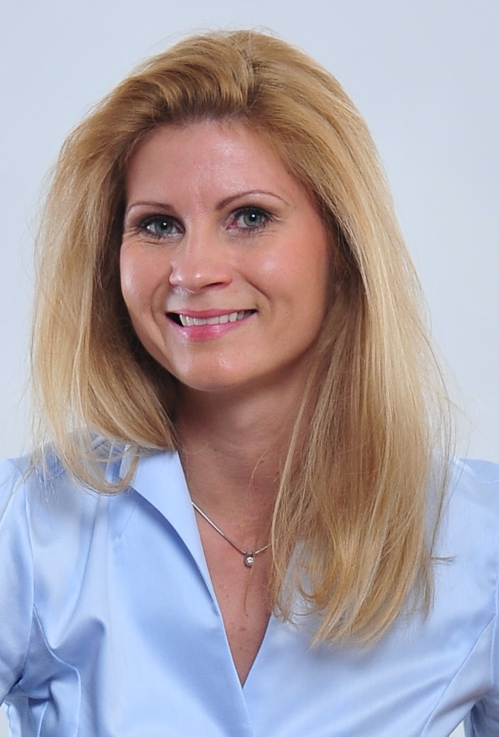 Dr. Marietta Babos
